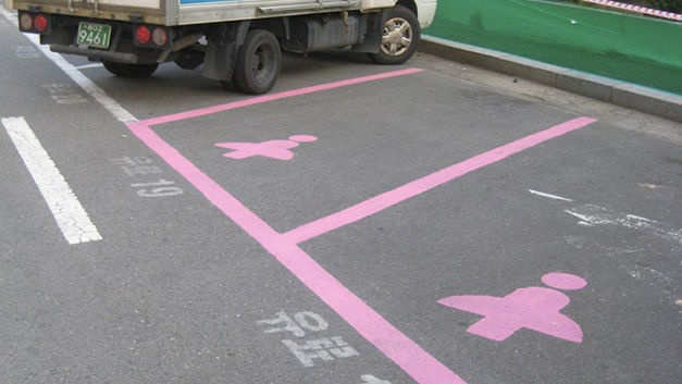 Locuri parcare femei