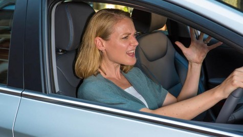 Doamnele stau prost cu nervii la volan. Și e perfect normal!