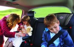 Copii la bord! Cum îi transportăm pe cei mici în mașină?