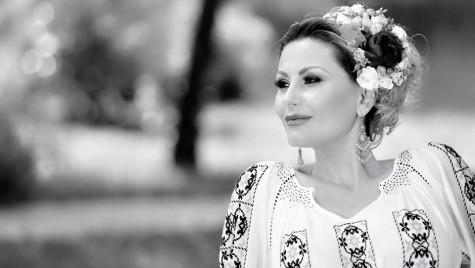 Interviu. Artista Emilia Ghinescu dă ritmul de la volan!