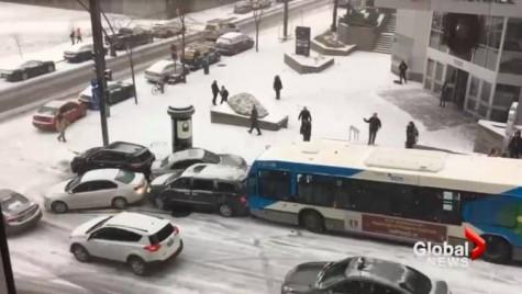 Se întâmplă și la case mai mari – Domino pe gheață la Montreal