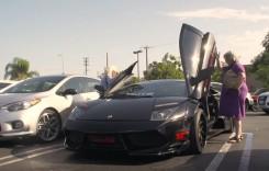 S-au săturat de nepoți! Două bunicuțe au plecat la plimbare cu un Lamborghini