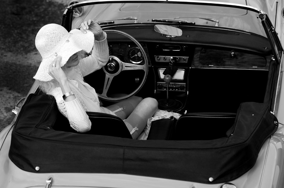 black-white-vintage-car-fashion