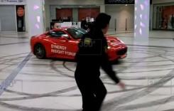 A înnebunit primarul! S-a dat cu un Ferrari California prin mall la Moscova