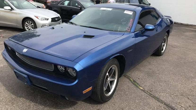 Dodge Challenger cu 6 monitoare (4)
