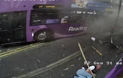 Un tip lovit de autobuz intră într-un bar. Nu e banc!