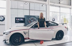 Andreea Bănică, la volanul unicului BMW M4 DTM Champion Edition din România