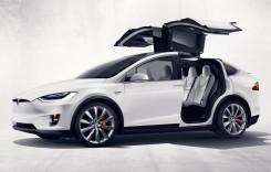 Tesla Model X – Proprietarul vrea banii înapoi după ce i s-au deschis ușile în mers
