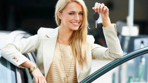 Top 5 greșeli pe care le fac femeile în trafic