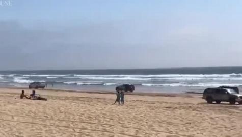 Cu mașina la plajă – Șofer de Lexus a încercat să fugă de poliție
