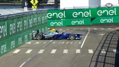 Când actorii se cred piloți – Chris Hemsworth lovește o mașină de Formula E