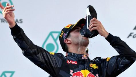 Daniel Ricciardo nu va mai bea din pantofi! S-a supărat că a fost refuzat