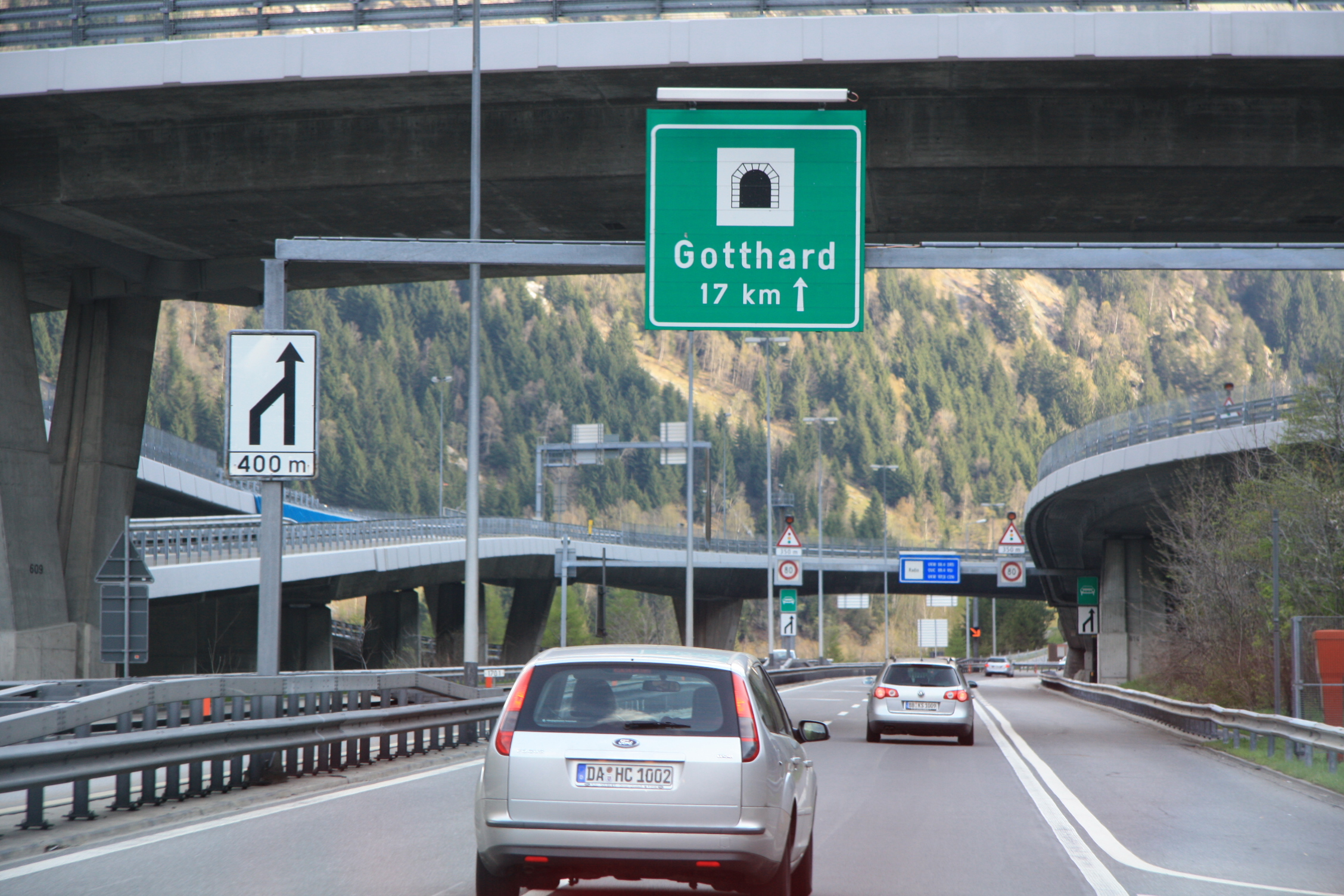 Gotthard_Road_Tunnel_Switzerland_(from_nord)