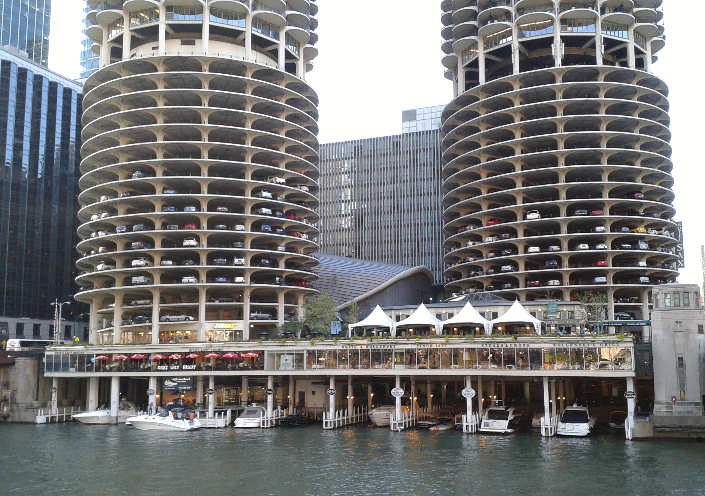 Marina_City_-_Bertrand_Goldberg_281529