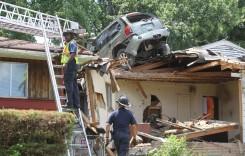 Cu mașina pe acoperiș – Accidentul care a speriat tot cartierul
