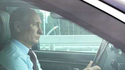 Vladimir Putin, șofer pentru fostul premier japonez
