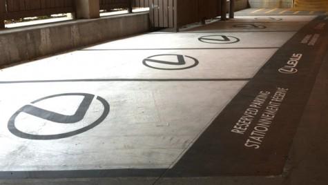 Și persoanele cu dizabilități unde parchează? Aeroportul din Calgary înfurie toată Canada