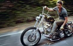 Cei mai sexy bărbați de la Hollywood merg pe două roți! Așa arată Brad Pitt și George Clooney pe motor