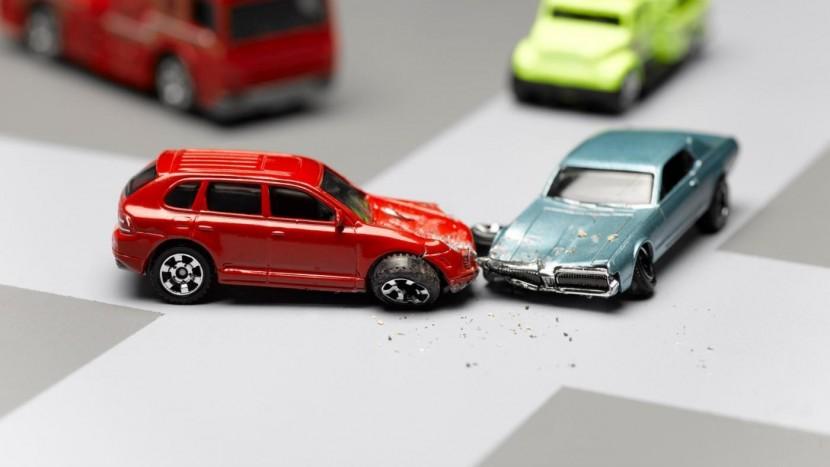 Care sunt factorii care duc la producerea accidentelor?
