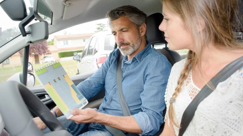Cum alegi instructorul auto