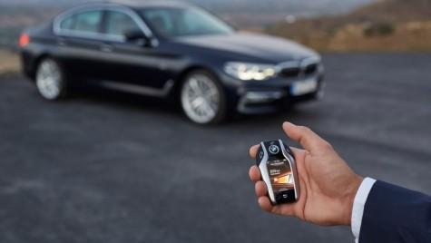 BMW face mașina fără cheie, care se deschide prin smartphone. Ce te faci fără baterie la telefon?