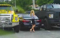 Te pui cu blondele? Ea i-a luat peste picior pe cei care i-au blocat BMW-ul în parcare