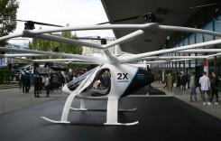 Așteptau mașini și s-au trezit cu un OZN – Mercedes a adus Volocopter-ul la Frankfurt