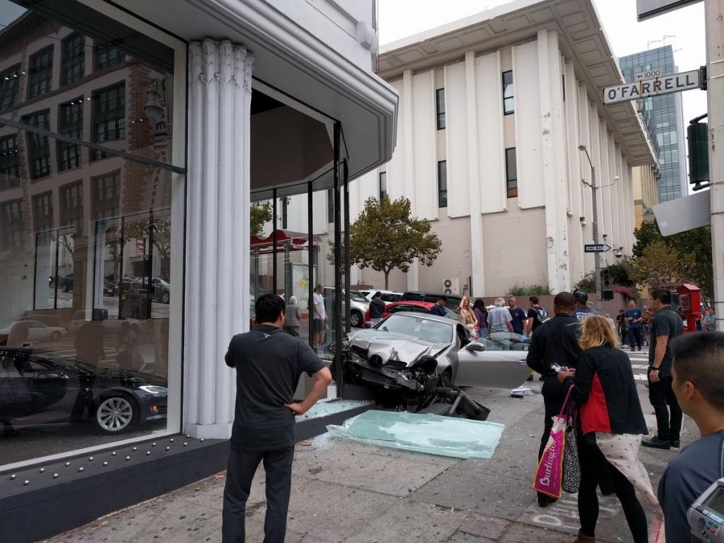 Tesla vs Mercedes SLK (1)