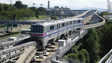 Made in Japan! Trenul cu o singură șină care transportă 130.000 pasageri pe zi