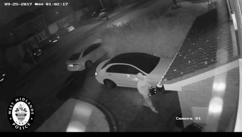 Dispari în 60 de secunde – Timp record pentru doi hoți care au furat un Mercedes