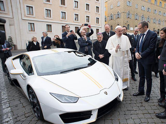 Lamborghini Huracan Papa Francisc (2)