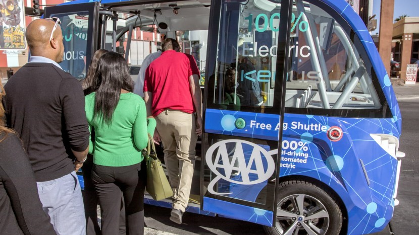 Un autobuz autonom a fost implicat într-un accident pe străzile din Las Vegas