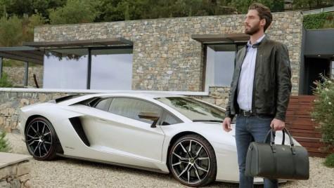 Când constructorii auto fac haine – Colecția primăvară-vară Lamborghini e atât de sexy!