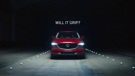 Mazda își testează tracțiunea integrală cu 7.000 de cuburi de gheață