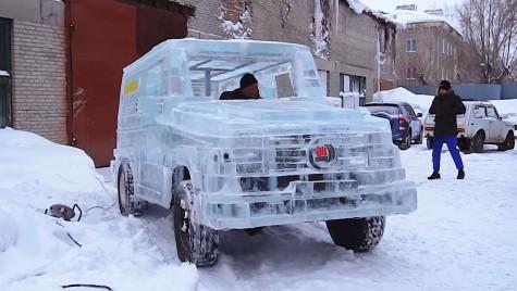Un rus a construit un Mercedes-Benz G-Class de gheață. Mașina chiar funcționează!