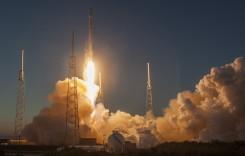 Elon Musk și-a trimis mașina în spațiu la bordul navei spațiale Falcon Heavy
