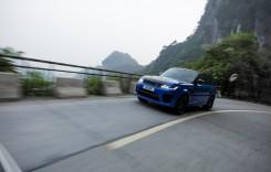Un Range Rover Sport bate timpul unui Ferrari pe drumul celor 99 de viraje din China