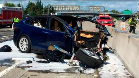 Tesla Model X, impact fatal. Șoferul activase sistemul Autopilot