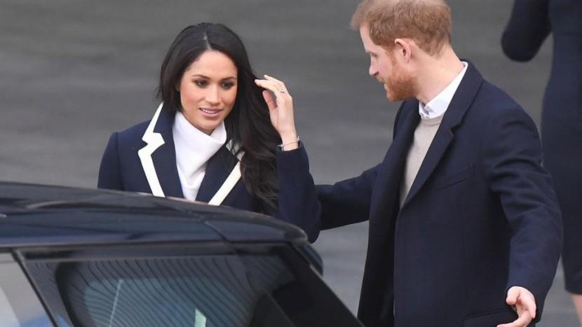 Meghan Markle primește lecții de șofat chiar de la logodnicul Harry. Viitoarea soție a Prințului Harry trebuie să învețe să conducă cu volanul pe partea dreaptă