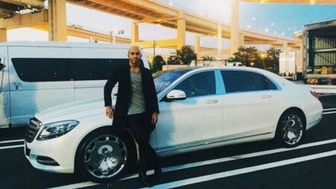 Lewis Hamilton își vinde limuzina, un Mercedes-Maybach S600