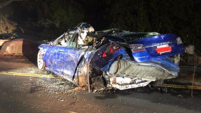 Tesla Model S accident.5