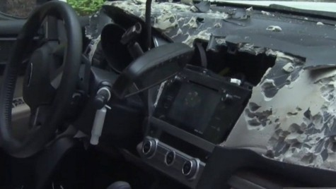 Un urs blocat într-un Subaru, face interiorul praf