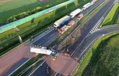 Accident… delicios. O cisternă cu 12 tone de ciocolată s-a răsturnat pe autostradă. VIDEO