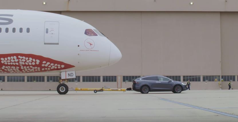 Tesla Model X Boeing-787-9 Dreamliner