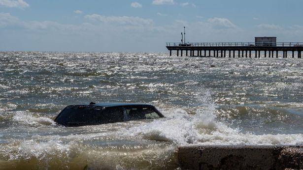 Monstrul din Loch Ness e un Range Rover