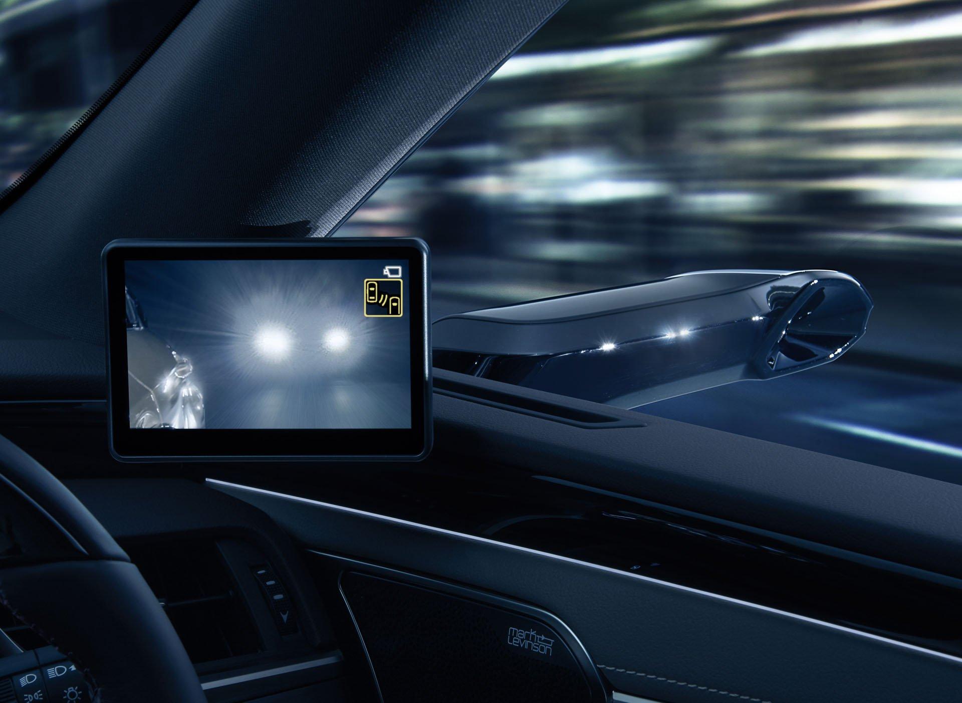 Lexus ES fără oglinzi retrovizoare (3)