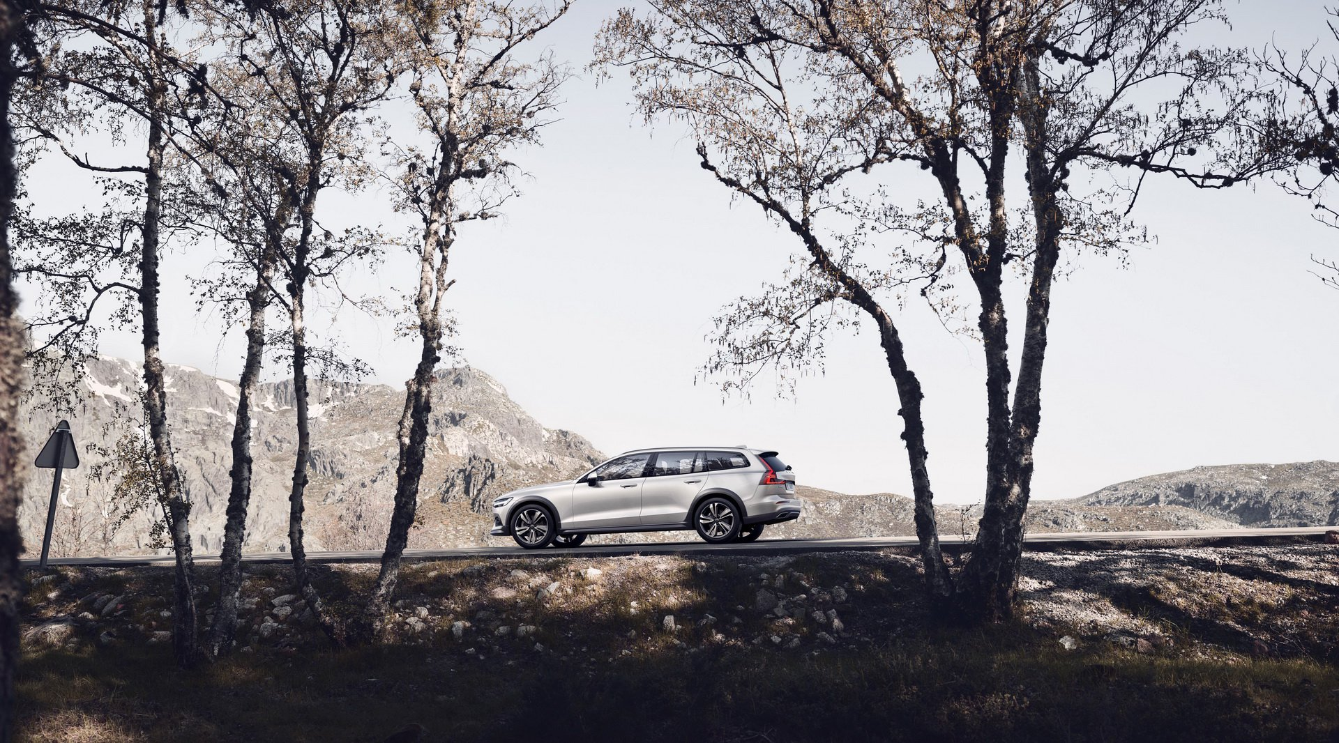 Noul Volvo V60 Cross Country