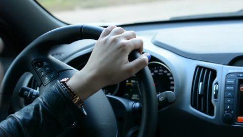 Înjurăm în trafic la fiecare 4 kilometri. Top 10 motive pentru care ne enervăm la volan