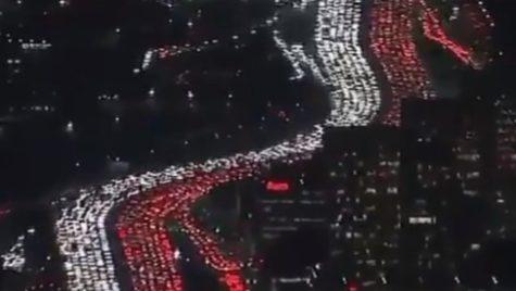 Americanii sărbătoresc Ziua Recunoștinței în trafic. Blocaje rutiere de zeci de kilometri