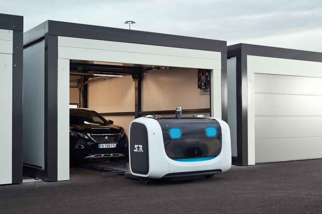 Robot parcarea la aeroport